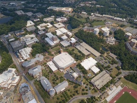 Vedute aeree dell'Università della Carolina del Nord a Charlotte. Fondato nel 1946, l'UNCC è un campus in crescita con oltre 29.000 studenti. Editoriali