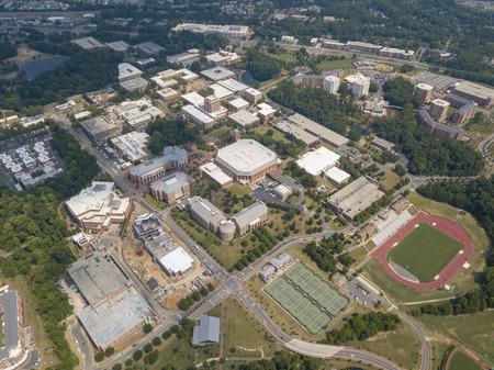 Vedute aeree dell'Università della Carolina del Nord a Charlotte. Fondato nel 1946, UNCC è un campus in crescita con oltre 29.000 studenti.