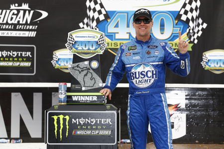 August 12, 2018 - Brooklyn, Michigan, USA: Kevin Harvick (4) wins the Consumers Energy 400 at Michigan International Speedway in Brooklyn, Michigan. 新聞圖片
