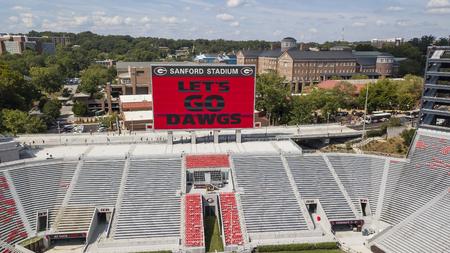 3 ottobre 2018 - Athens, Georgia, USA: vedute aeree del Sanford Stadium, che è la sede di gioco del calcio nel campus presso l'Università della Georgia ad Athens, Georgia, Stati Uniti. Lo stadio da 92.746 posti è il decimo stadio più grande della NCAA.