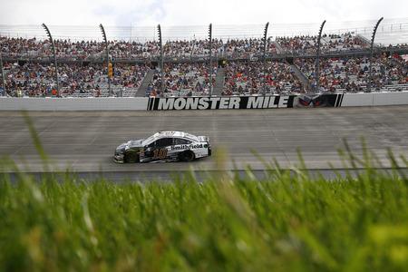 07 de octubre de 2018 - Dover, Delaware, EE.UU .: Aric Almirola (10) carreras durante el Gander Outdoors 400 en Dover International Speedway en Dover, Delaware.