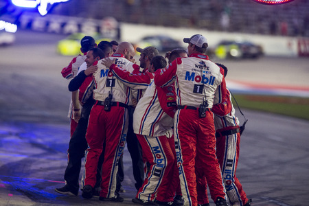 November 04, 2018 - Ft. Worth, Texas, USA: Kevin Harvick (4) takes the checkered flag and wins the AAA Texas 500 at Texas Motor Speedway in Ft. Worth, Texas. Redakční