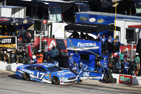 November 04, 2018 - Ft. Worth, Texas, USA: Ricky Stenhouse, Jr (17) comes down pit road for service during the AAA Texas 500 at Texas Motor Speedway in Ft. Worth, Texas. 報道画像