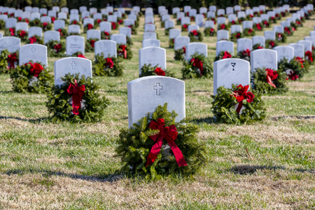 Veterans cemetery adorned with wreaths for the holiday season Stock Photo - 113621151
