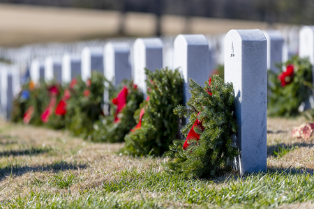 Veterans cemetery adorned with wreaths for the holiday season Stock Photo - 113621153