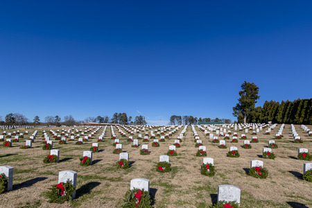 Veterans cemetery adorned with wreaths for the holiday season Stock Photo - 113621155