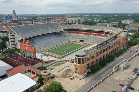 April 29, 2019 - Austin, Texas, USA: Aerial Views of Darrell K Royal–Texas Memorial Stadium located in Austin, Texas, on the campus of the University of Texas at Austin, has been home to the Longhorns football team since 1924. 報道画像