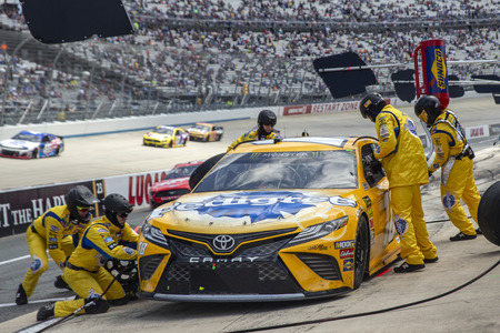 Kyle Busch (18) and crew make a pit stop for the Gander RV 400 at Dover International Speedway in Dover, Delaware.