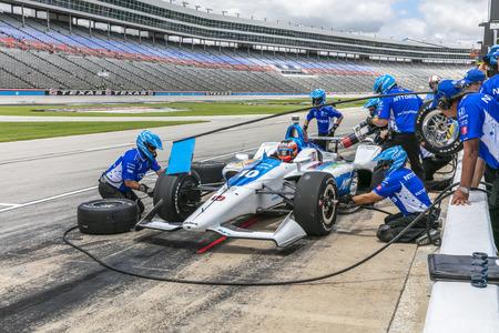 FELIX ROSENQVIST (10) de Suecia se prepara para entrar en boxes durante la práctica de la DXC Technology 600 en Texas Motor Speedway en Ft Worth, Texas. Editorial