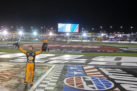 May 26, 2019 - Concord, North Carolina, USA: Martin Truex Jr. (19) wins the Coca-Cola 600 at Charlotte Motor Speedway in Concord, North Carolina. 報道画像