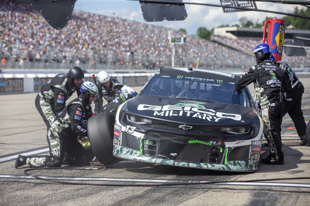 July 21, 2019 - Loudon, New Hampshire, USA: Ty Dillon (13) and crew make a pit stop for the Foxwoods Resort Casino 301 at New Hampshire Motor Speedway in Loudon, New Hampshire. 報道画像