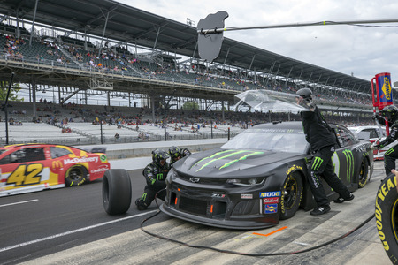 September 08, 2019 - Indianapolis, Indiana , USA: Kurt Busch (1) and crew make a pit stop for the  Big Machine Vodka 400 at the Brickyard at Indianapolis Motor Speedway in Indianapolis, Indiana . 報道画像