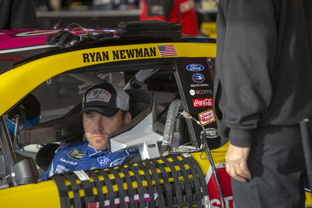 October 26, 2019 - Martinsville, Virginia, USA: Ryan Newman (6) takes to the track to practice for the First Data 500 at Martinsville Speedway in Martinsville, Virginia. Redakční