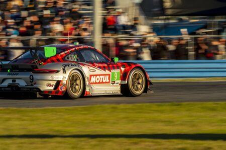Wyścig samochodowy Pfaff Motorsports Porsche 911 GT3 R dla Rolexa 24 w Daytona na torze Daytona International Speedway w Daytona Beach na Florydzie.