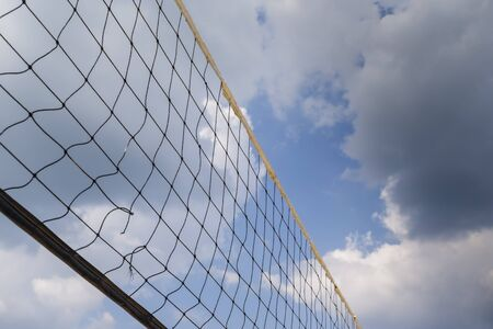 Generic views of a volleyball net against a blue sky 免版税图像
