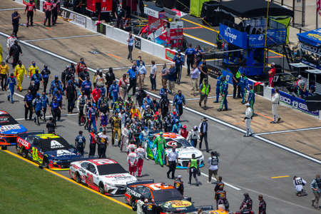 Darrell Wallace, Jr (43) gets pushed to the front of the field for the GEICO 500 at Talladega Superspeedway in Lincoln, Alabama. Sajtókép