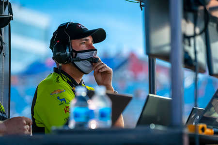 IndyCar Team Manager, Larry Foyt Jr watches as his teams prepare to race for the Iowa INDYCAR 250s at Iowa Speedway in Newton, Iowa. 報道画像