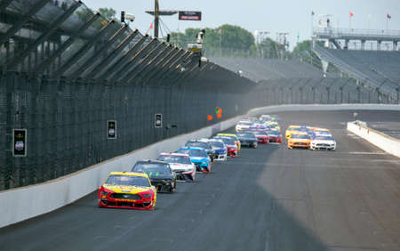 Joey Logano (22) races for position for the Big Machine Hand Sanitizer 400 Powered by Big Machine Records at Indianapolis Motor Speedway in Indianapolis, . Sajtókép