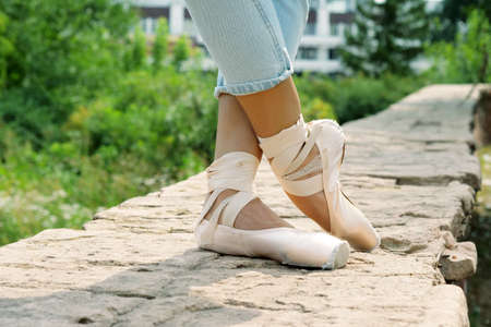 Dance of ballerina. Female ballet dancer dancing in pointe shoes in studio Archivio Fotografico