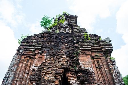 Mon Fils, tamples Ancient hindous de la culture Cham au Vietnam près des villes de Hoi An et Da Nang. Banque d'images - 40360253