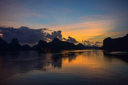 ha: sunrise on the Ha Long bay