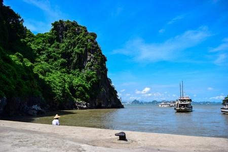 halong: Halong Bay, Vietnam.