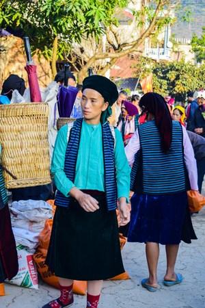 ha giang: HA GIANG, VIETNAM - November 08, 2015: Woman in ethnic Hmong fair in Ha Giang, Vietnam. Ha Giang is home to mostly Hmong live. Editorial