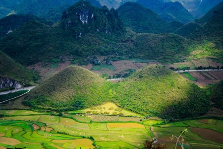 Fairy bosom is located in Tam Son town, Quan Ba District, Ha Giang Province, Vietnam. In September Colorful fields a unique landscape the colorful mixture of paddy fields and house roofs.