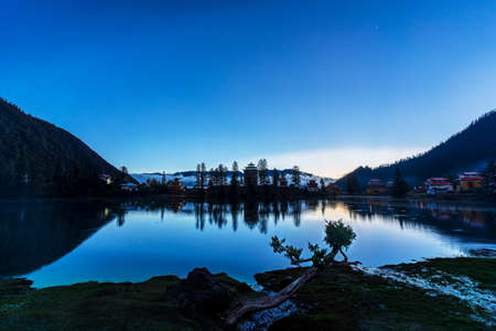 Cuoca Lake, located in Mari Township, Xinlong County, Ganzi Prefecture, Sichuan Province, has beautiful scenery and is known as a fairyland on earth, the Nine Heavens Yao Lake.