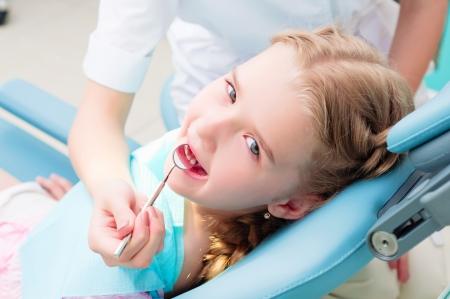 regular: dentisti ragazza in visita, visite regolari dal medico Archivio Fotografico