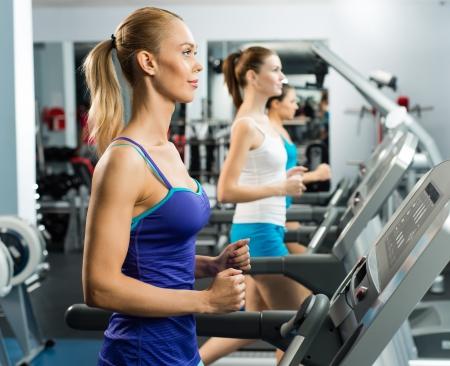 phụ nữ nên tập với máy chạy bộ