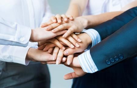 concept de travail d'équipe de gens d'affaires se est joint les mains