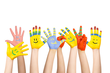 Les mains des enfants peints de différentes couleurs avec les smiles Banque d'images - 23162661