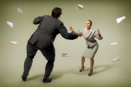 businesspartners: dos hombres de negocios que lucha como sumoists, el concepto de competencia en los negocios