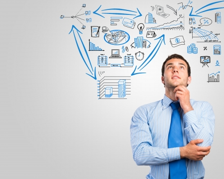 Denken Geschäftsmann, Skizze auf dem Hintergrund Lizenzfreie Bilder