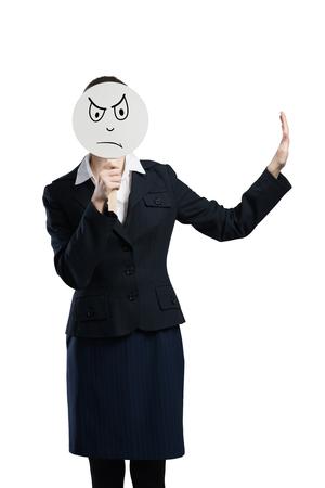 semblance: Imprenditrice nasconde il viso dietro banner rotondo con faccina triste