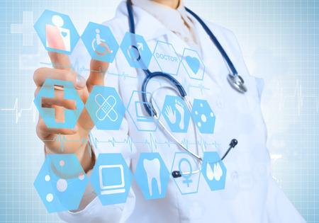 Joven médico tocar icono femenino de la pantalla de los medios de comunicación Foto de archivo - 37826024