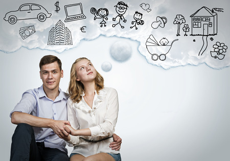 soñando: Feliz pareja joven de la familia sueños de futuro vida rica