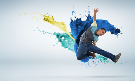 hip hop dancer: Young man hip hop dancer jumping high