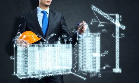 Jongeman ingenieur tekening schetsen van bouwproject Stockfoto - 46367046