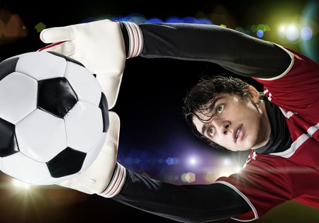 arquero: Portrait of goalkeeper in jump catching ball