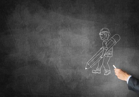 ingeniero caricatura: Dibujo a mano masculino con el hombre ingeniero de tiza en la pizarra Foto de archivo