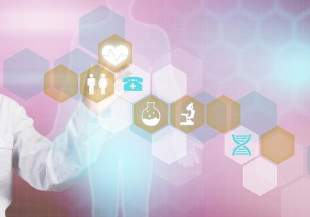 醫療保健: 特寫媒體屏幕的女醫生觸摸圖標 版權商用圖片