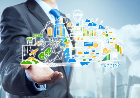 Vue rapprochée de plan stratégique de dessin d'affaires sur l'écran