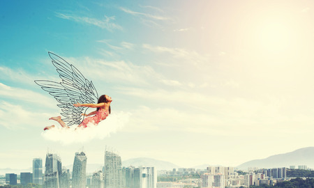 Young woman flying high in blue sky 版權商用圖片 - 66121592