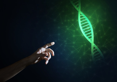 연결선이있는 어두운 배경에 DNA 분자로 과학 약과 기술 개념