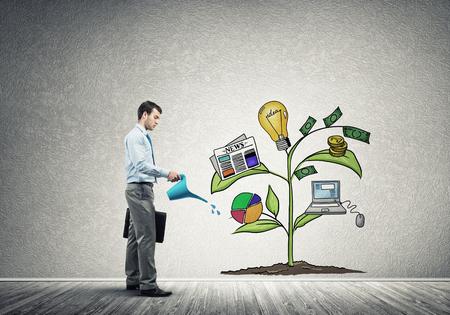 Knappe zakenman de presentatie van de investeringen en de financiële groei concept Stockfoto - 71140928