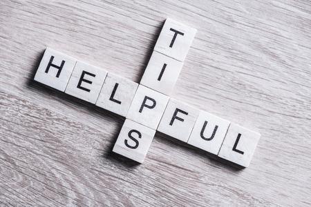 Kruiswoordraamwerk met blokken die spellen helpen en tips woorden Stockfoto