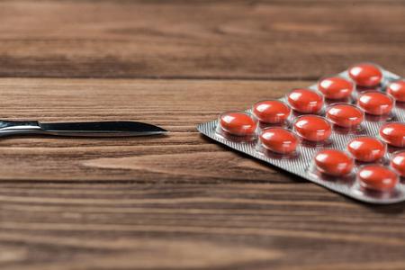 Pills on grunge wooden table. Medicine and drugstore concept Foto de archivo