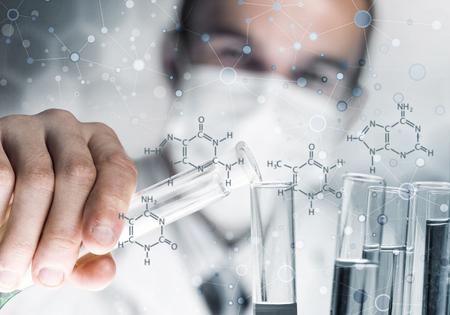 Handsome la recherche scientifique de fabrication sur la structure de la molécule d'adn Banque d'images - 80123058